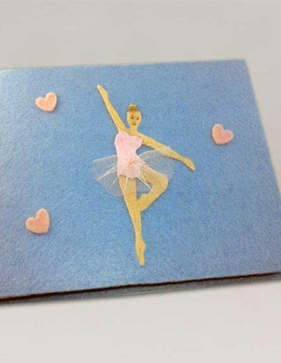 Album foto artigianale rivestito con feltro azzurro e sagomina di ballerina in feltro