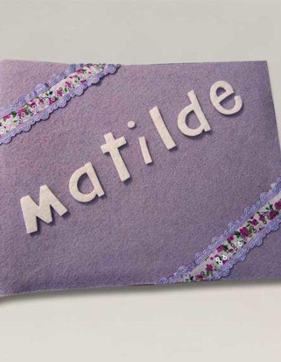 Album foto artigianale rivestito con feltro lilla e nome Matilde