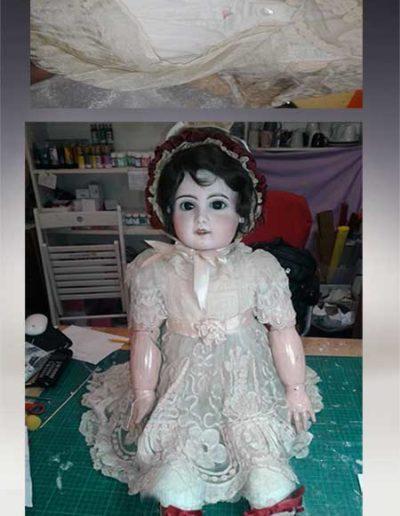 Prima e dopo della riparazione di un vestito e scarpe di una bambola Jumot