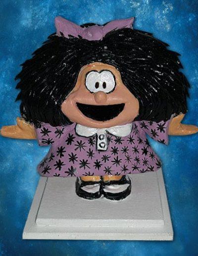 Statuina di terracotta del fumetto Mafalda su base di legno. Fatto a mano