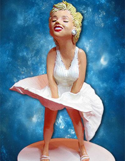 """Statuina di terracotta dell'attrice Marilyn Monroe negli abiti di scena del film """"Quando la moglie è in vacanza"""". Fatto a mano in stile statuine di Napoli"""