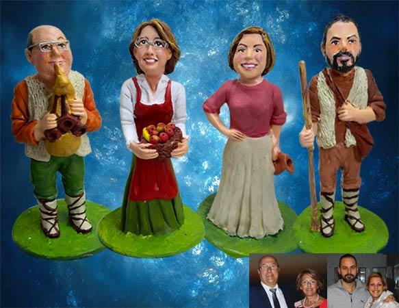 Statuetta di famiglia in abiti da presepe, handmade