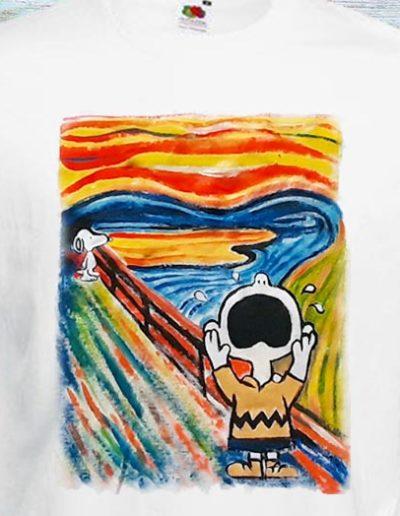 T-shirt dipinta a mano con Charlie Brown che urla