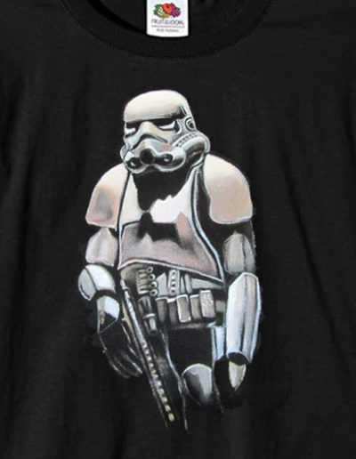 T-shirt dipinta a mano con Stormtrooper di guerre stellari