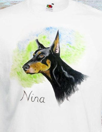 T-shirt dipinta a mano con cane di nome Nina