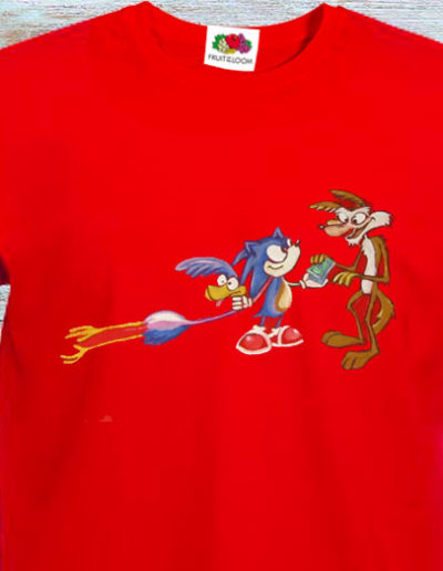 T-shirt dipinta a mano con Willy il Coyote e Beep Beep