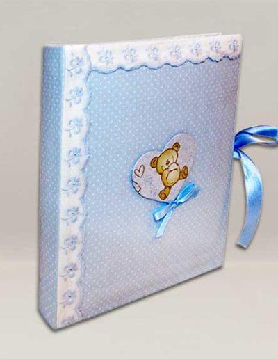 Album foto artigianale rivestito con cotonina baby color azzurro e cuore con orsetto