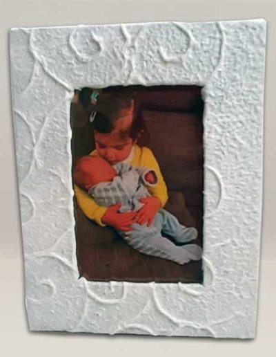 portafoto artigianale rivestito in carta gelso bianca a rilievo