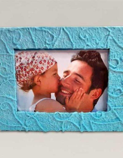 portafoto artigianale rivestito con carta gelso azzurra per la festa del papa'