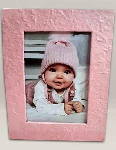 Portafoto artigianale rivestito con carta gelso rosa