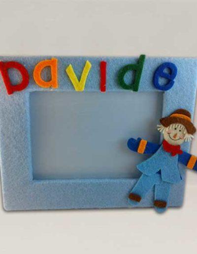 Portafoto artigianale rivestito con feltro azzurro e nome Davide