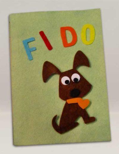 Quaderno 4 zampe rivestito in feltro con sagomina di cane e nome applicato. Handmade