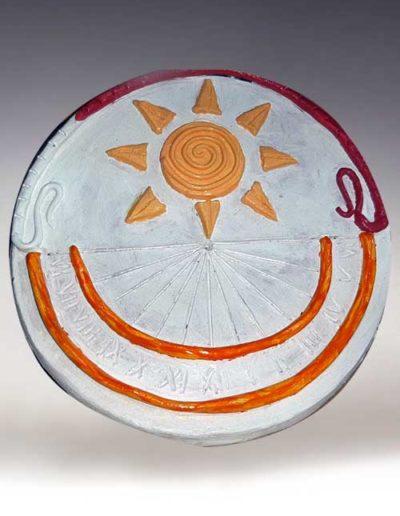 Manufatto realizzato da allievo di corso ceramica, trattasi di una meridiana di terracotta