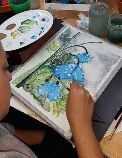 Dipinto ad acquerello eseguito da allievi, raffiguranti fiori blu