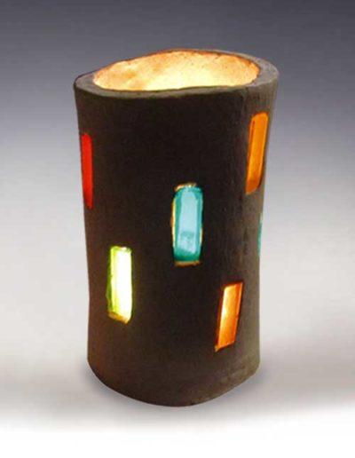 Manufatto realizzato da allievo di corso ceramica, trattasi di un portalumino di terracotta