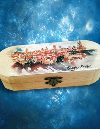 Scatolina portapenne con veduta di Reggio Emilia.